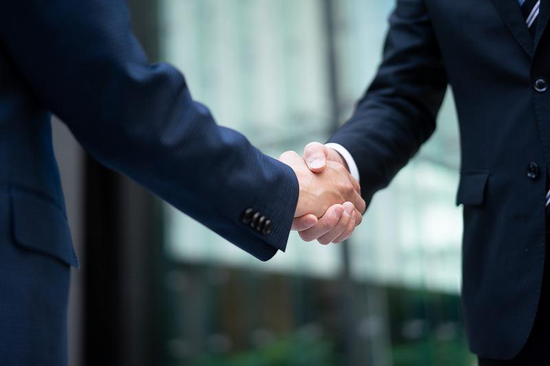 リーマン同士の握手